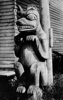 Haida bear totem