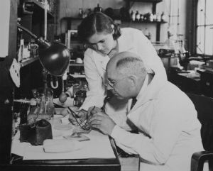Frances Oldham Kelsey in lab
